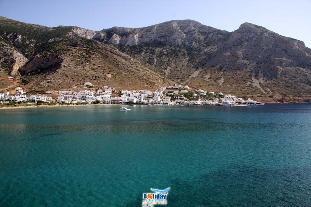 Kamares port - View of Kamares settlement from Agia Marina by Ioannis Matrozos
