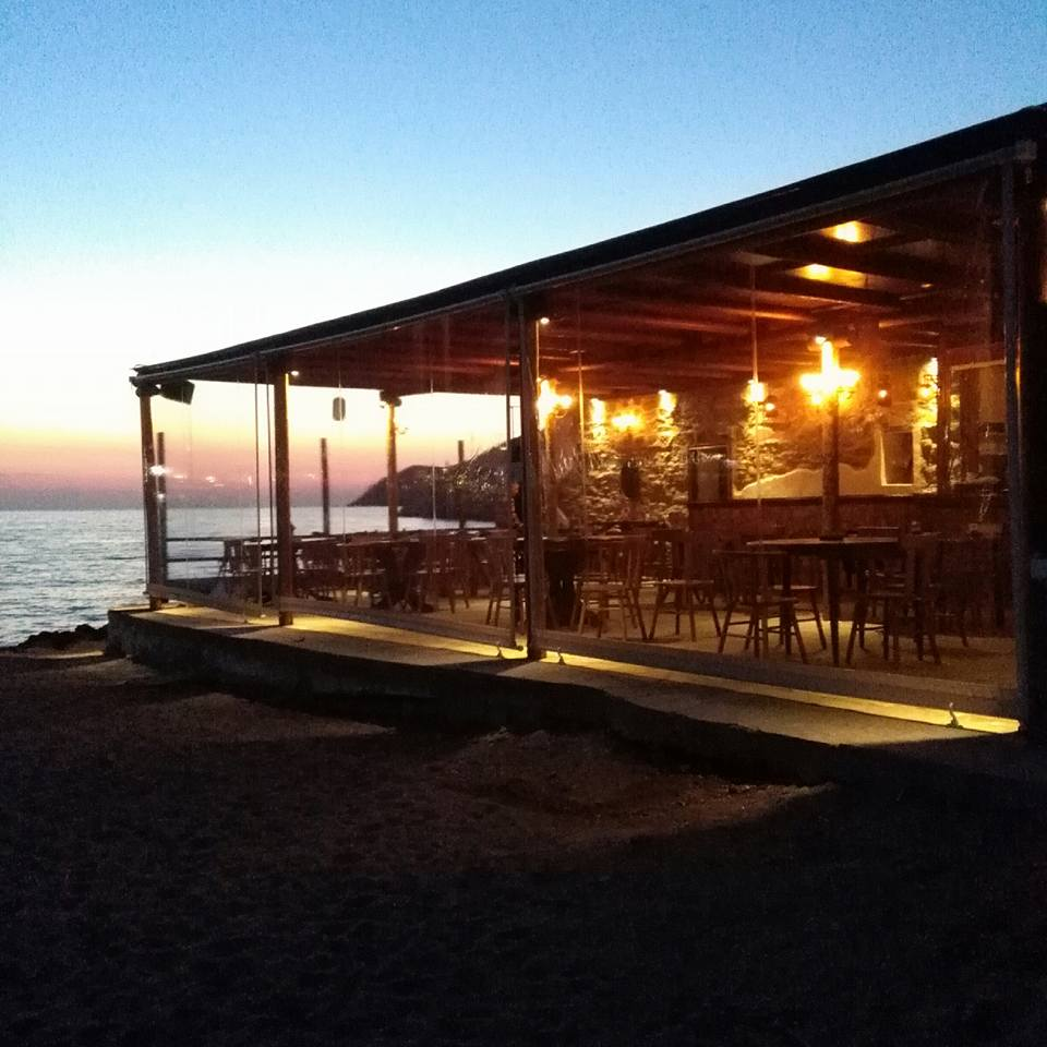 CAFE FOLIE BEACH BAR IN  Agia Marina Kamares Sifnos Cyclades