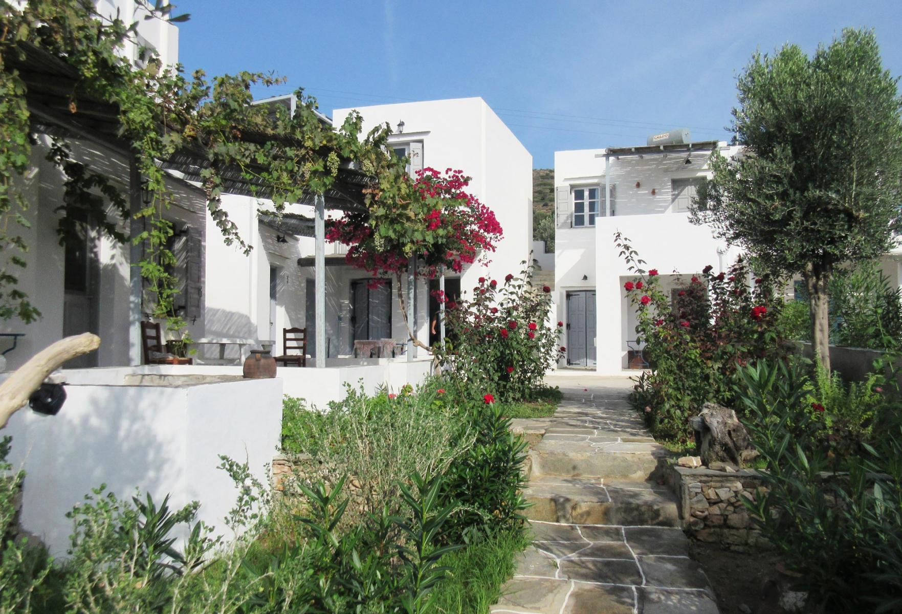 MARINOS XANTHAKIS STUDIOS IN  Vathy - Sifnos, Cyclades islands